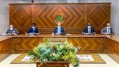Photo of مجلس الوزراء يصادق في اجتماعه، اليوم، على تعيين رؤساء_لجان_الصفقات_العمومية في جميع الوزرات